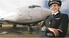 La primera piloto comandante de Bolivia tiene 26 años