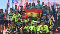 Bolivianos logran podio en carrera en China