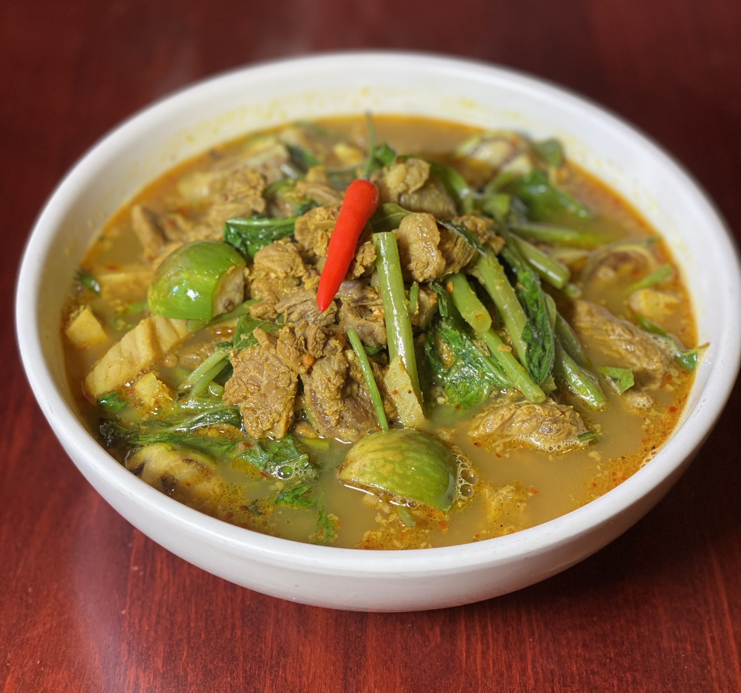 Som Law Maju Kroung Sach Ko (Sour Beef Soup)