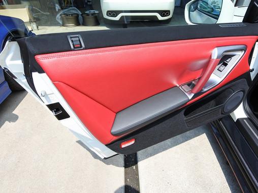 日産 GT-R ドア内貼り 張替え