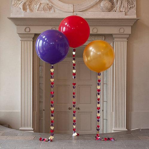 Большой воздушный шар с гирляндой