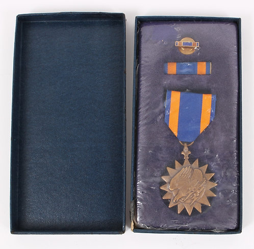 Vietnam War Air Medal unissued with cardboard box dated 1967
