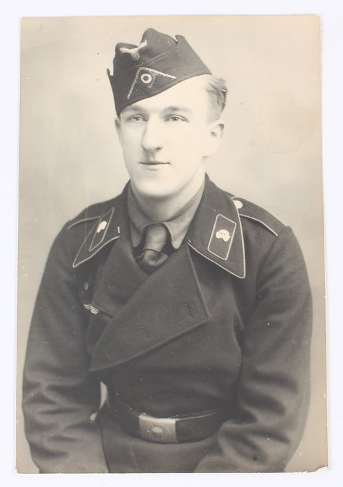 WWII German Panzer Soldier in uniform 4 x 6 studio photo