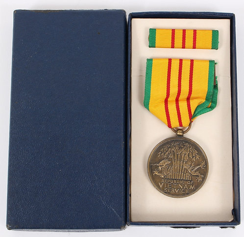 Vietnam War Vietnam Service Medal set unissued dated 1968