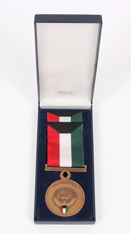 Desert Storm 1991 Kuwait liberation Medal set w/ box Mfg by Bertoni