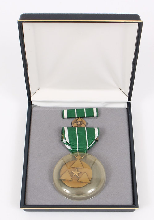 US Army Commanders for civilian service medal set
