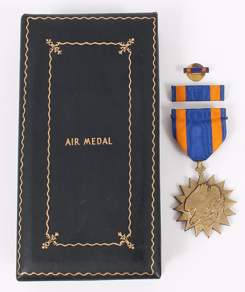 WWII US Air Medal set numbered with case