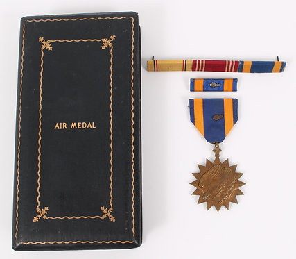 WWII US Air Medal with case & ribbons
