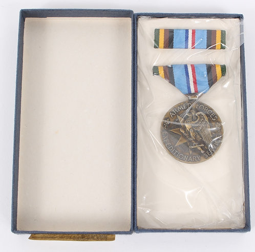 Vietnam War US Armed Forces Expeditionary Medal set dated 1970
