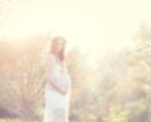 מה ללבוש לצילומי הריון בגליל - מלת תחרה לבנה