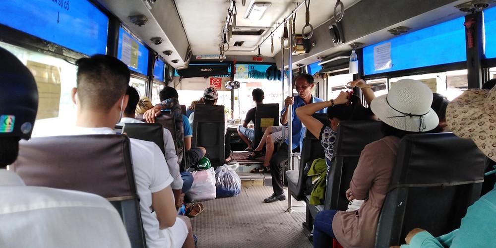 61-3番バス車内
