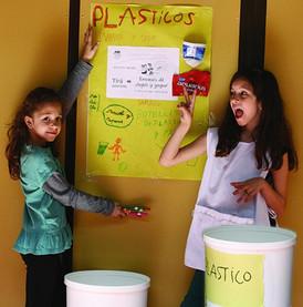 girls_plasticos.jpg