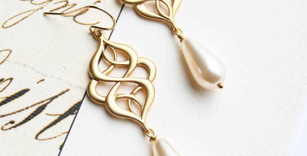 Teardrop Glass Pearl Earring