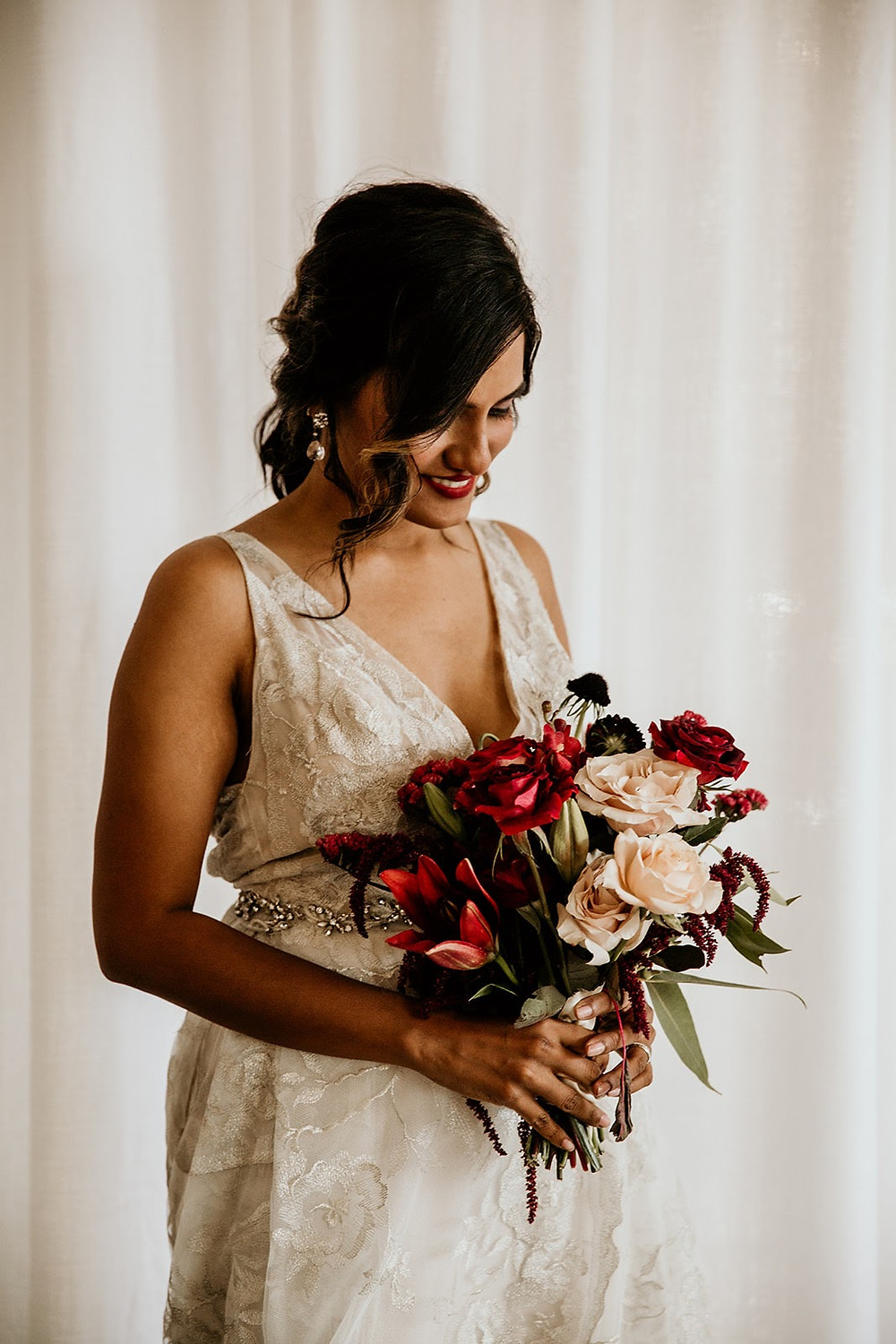 Fall Chicago bride with burgundy bouquet