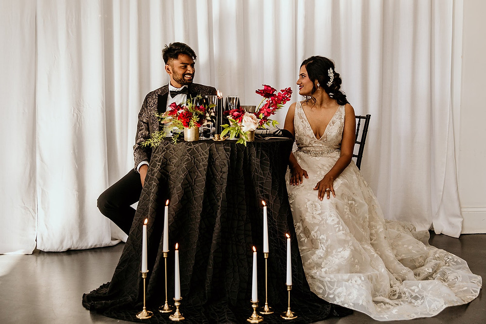 Edgy Chicago couple at sweetheart table