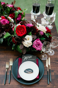 Table setting on sweetheart table
