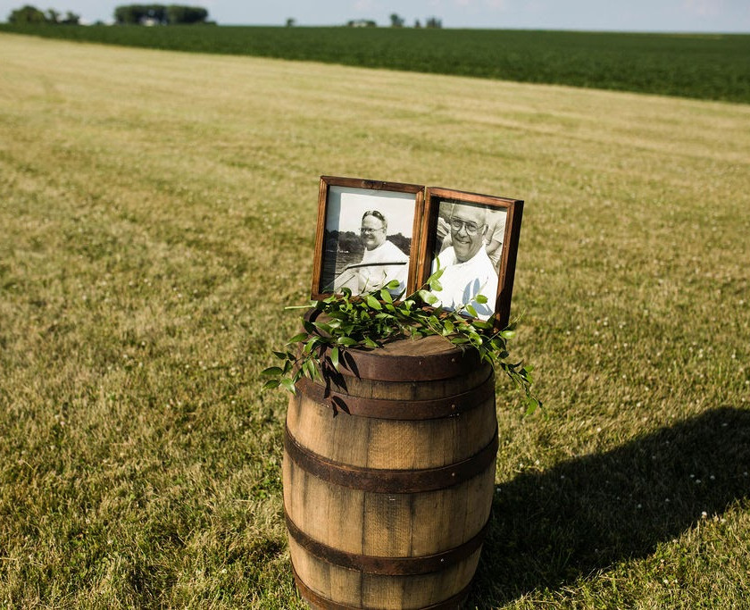 Rustic wedding memorial tribute