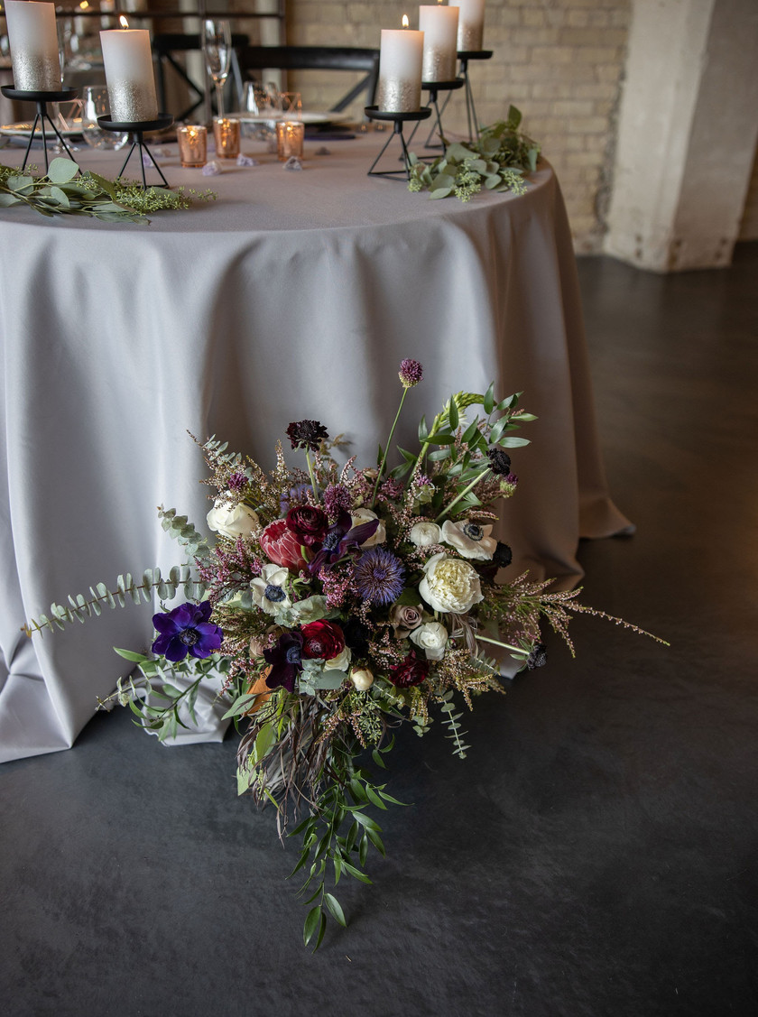 Wedding floral sweetheart table