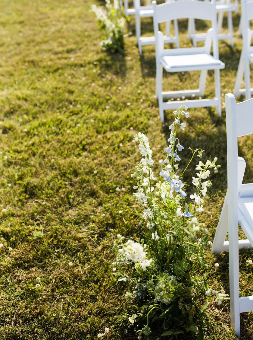 Wedding floral down aisle