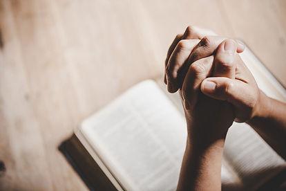 espiritualidad-religion-manos-juntas-ora