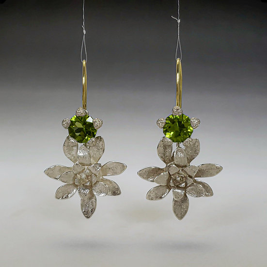flower power arnica calyx earrings with peridot