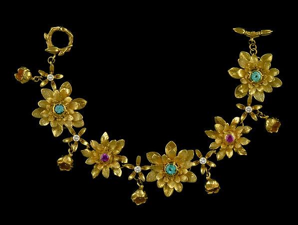 Handcrafted 18 karat gold fine jewelry flower bracelet