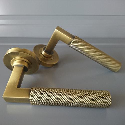 art. 003 antique brass