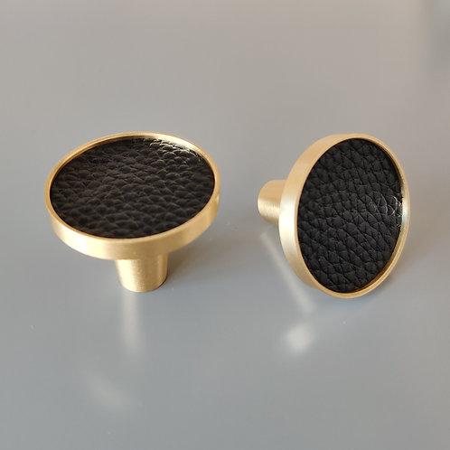 art. 150 кнопка черная кожа - латунь