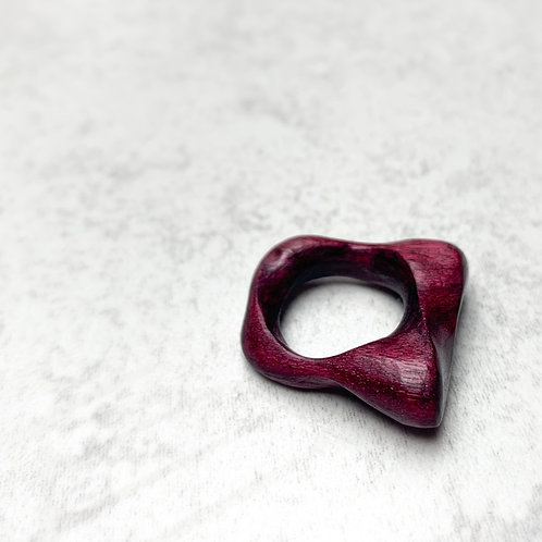 The dancing wood ring in purple heart wood