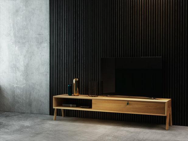 heltre eik tv cabinet med tv staar i rom