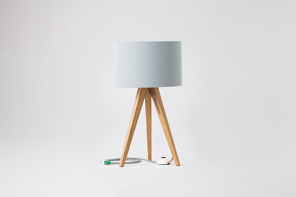 lita bordlampe eik og blaa lampeskjerm