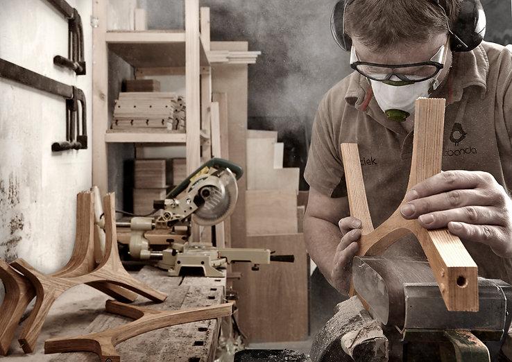 bærekraftig design møbelsnekkeren jobber i verksted