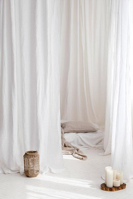 perfekt hvit stonewashed gardin av lin