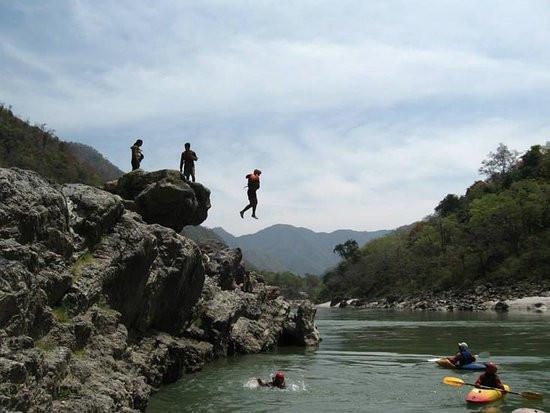 cliff-jumping-in-rishikeshjpg