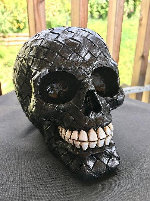 Totenkopf in schwarz