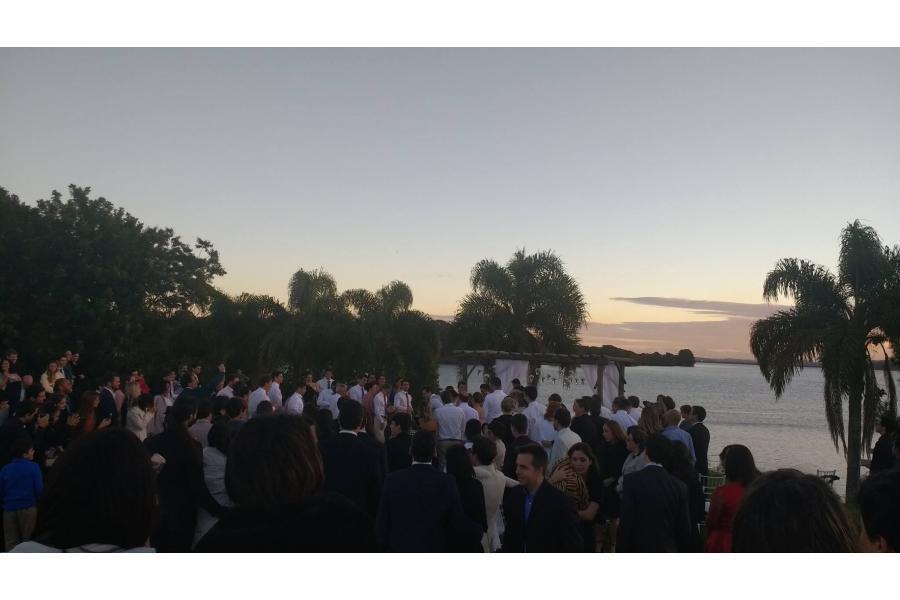 Cerimônia de casamento ao ar livre, chácara em Campo Largo. Banda Magia