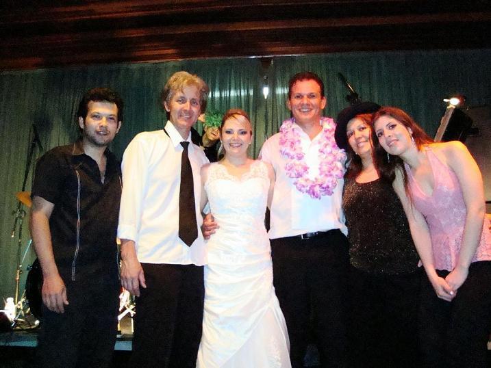 Banda e Noivos na festa de Casamento