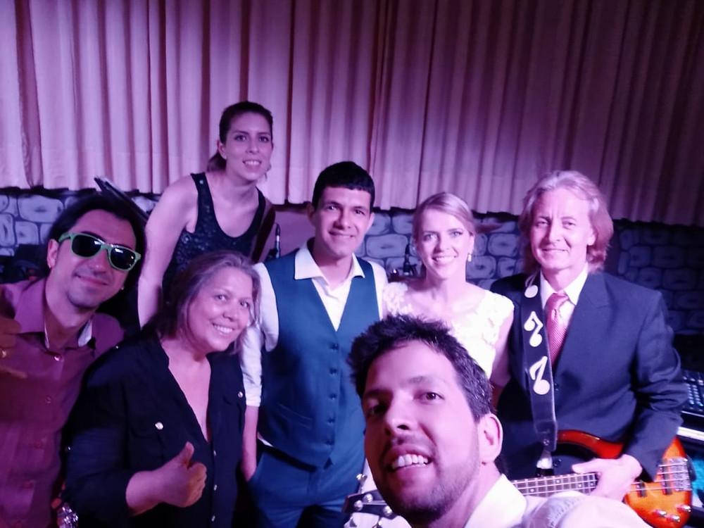 Banda Magia Curitiba - Músicos com Noivos