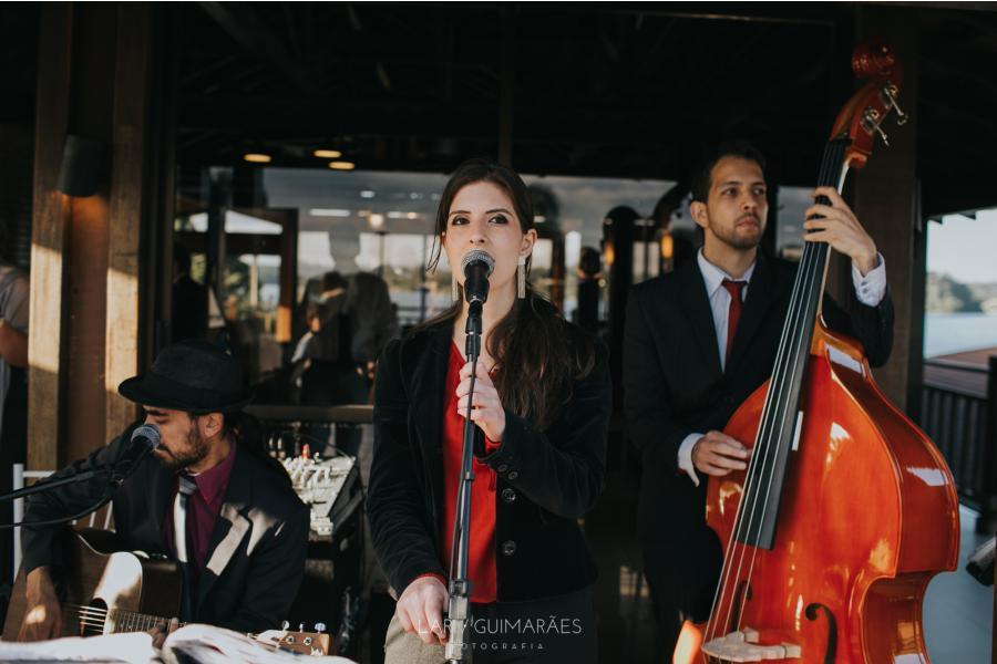 Músicos em cerimônia de casamento. Trio