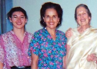 Silvia Meireles, Arakcy Kadayan (aluna que até hoje frequenta as aulas do instituto) e Profa. Ignêz Novaes Romeu