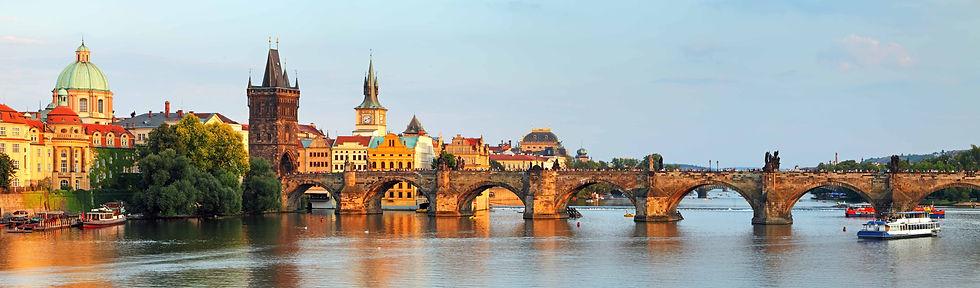 Narrow-Charles-Bridge-Prague-Czech-Repub