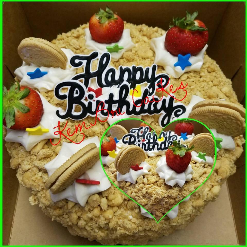 Vanilla Strawberry CreamCheese Swirl Cake 2_edited