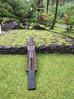 Pose du unu de Tane au Village de Fare Hape