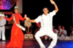 "Teuai Lenoir directeur et guide de Iaorana Tahiti expéditions meilleur  ""raatira"" ou leader de danse polynésienne au Heiva de 2014"