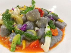 Gnocchi viola - Seppia - Zucchine - Pomodoro - Basilico