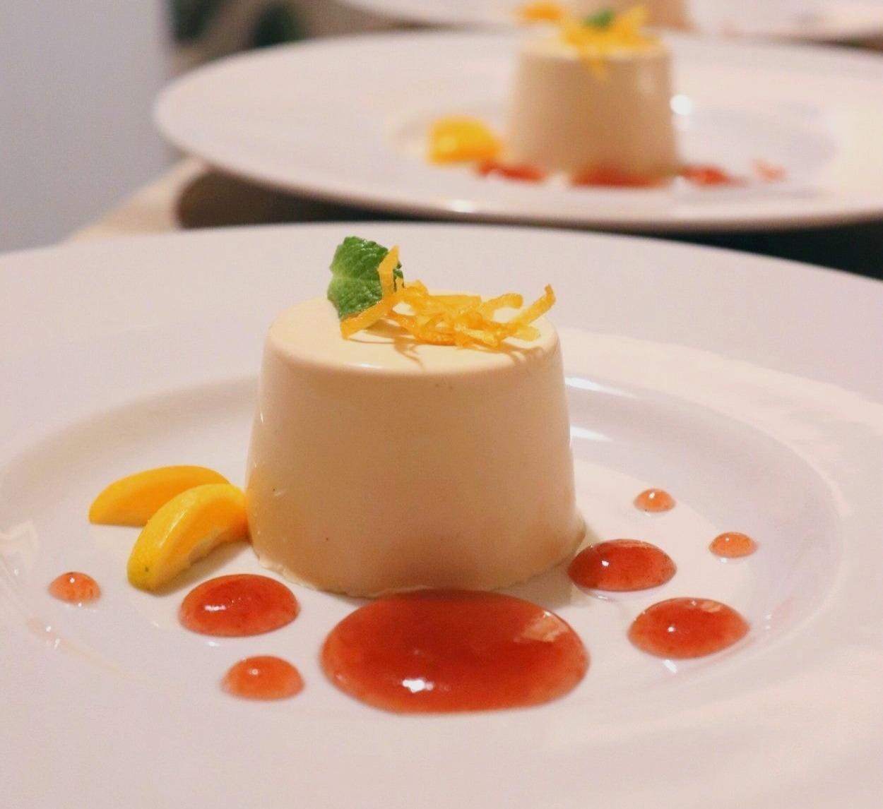 Panna cotta al caramello salato - Confettura alla rosa - Limone candito - Kumquat
