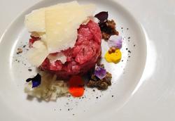 Battuta al coltello di manzo piemontese - Parmigiano - Condimenti