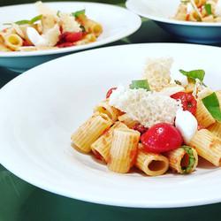 Mezze maniche - Pomodoro fresco - Basilico - Grana