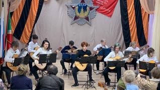 Концертная программа «Нам дороги эти позабыть нельзя», посвящённая Дню Победы.