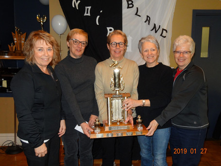 L'équipe Lacoste du C.C. Belaire remporte le tournoi féminin